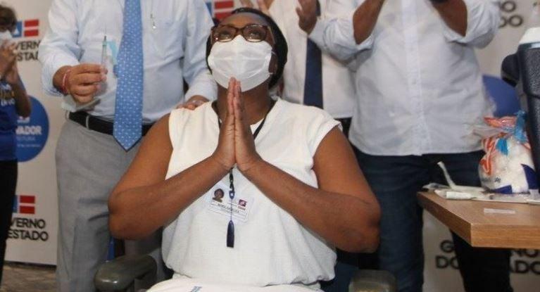 Primeira vacinada na Bahia é internada com covi-19 antes da segunda dose