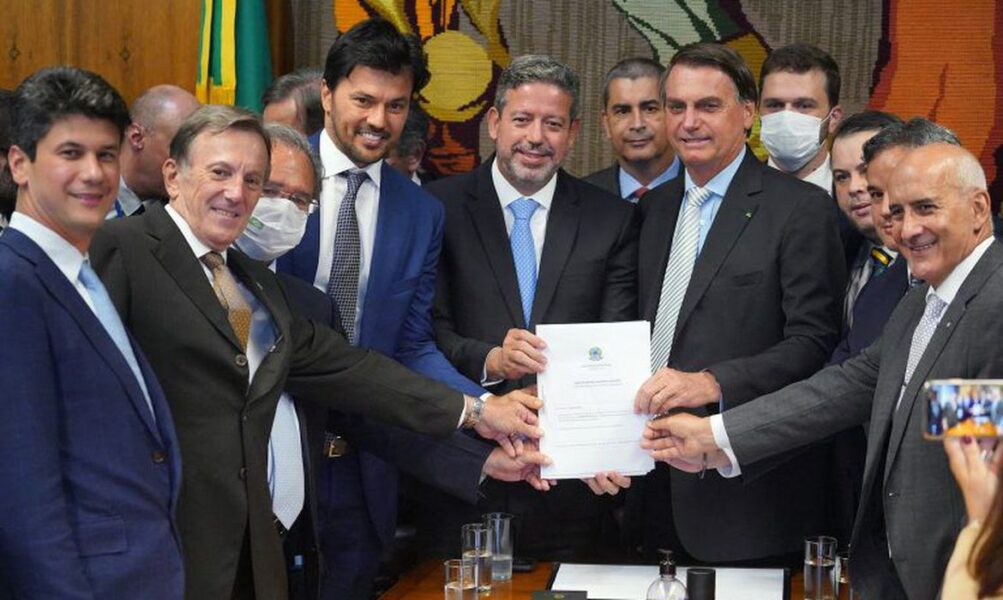 Bolsonaro permite privatização dos Correios