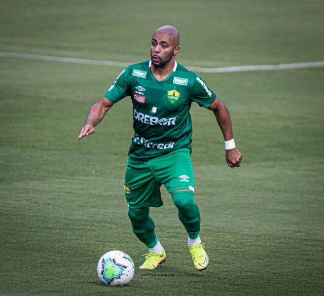 Santos libera o lateral-esquerdo Romário ao Coritiba por empréstimo