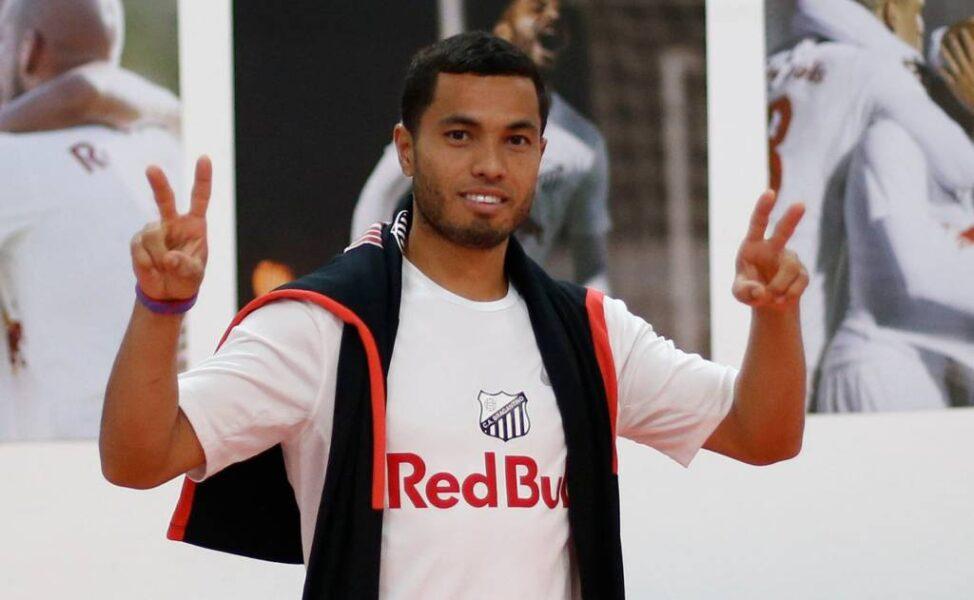 Morato chega ao Rio e realiza exames para fechar com o Vasco