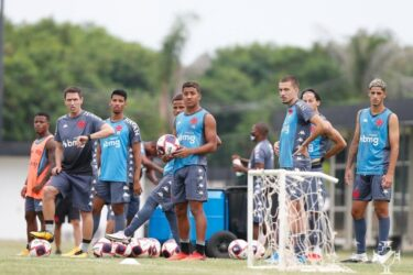 Cayo Tenório, lateral do Vasco, exalta utilização da base no início do Carioca