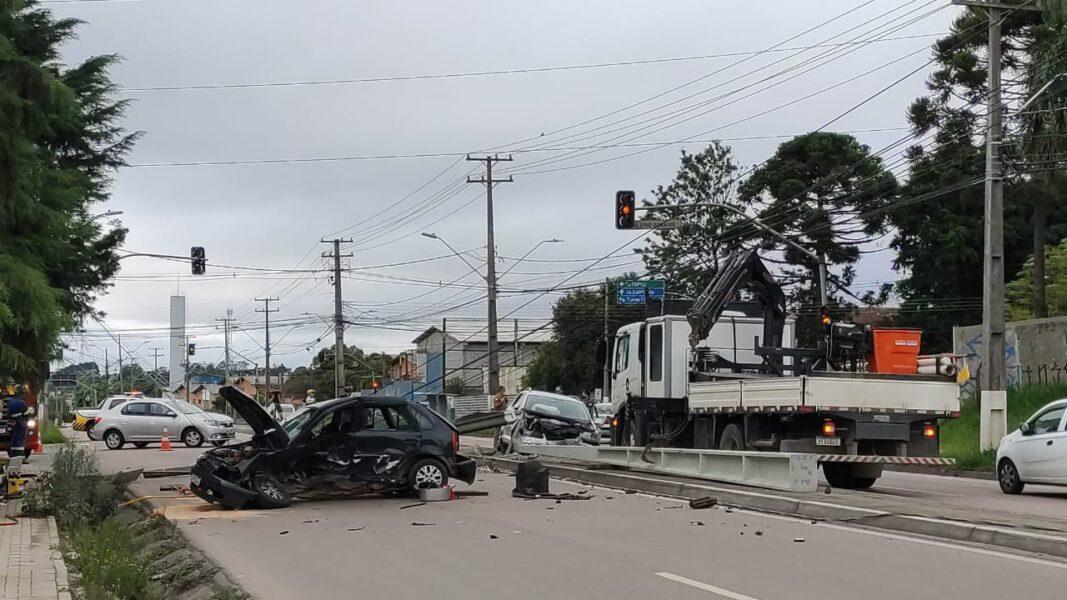 Acidente em Araucária deixa motorista morto e passageira em estado grave