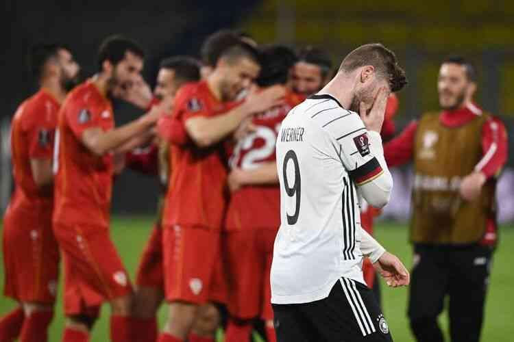 França e Inglaterra vencem nas Eliminatórias da Copa; Alemanha perde para Macedônia do Norte