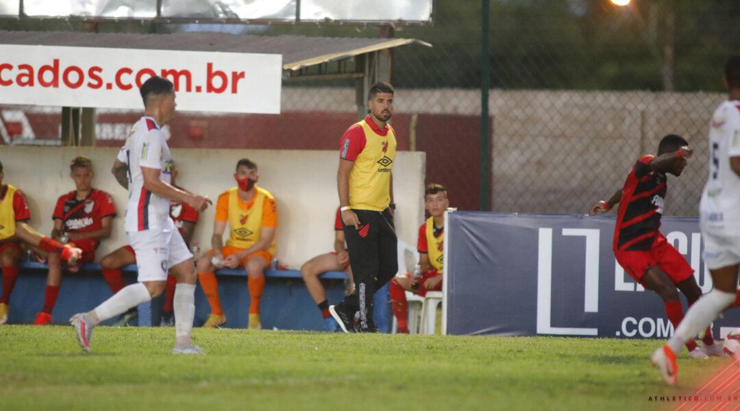 António Oliveira é confirmado como o novo técnico do Athletico