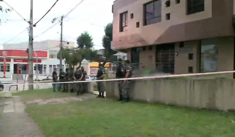 Assaltante é morto por policial à paisana no bairro Água Verde, em Curitiba