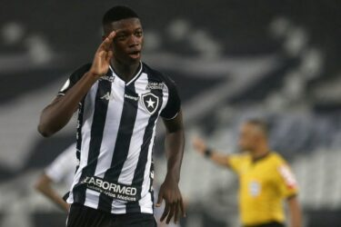 Matheus Babi aprova propostas de Fluminense e Athletico-PR e destino depende do Serra Macaense
