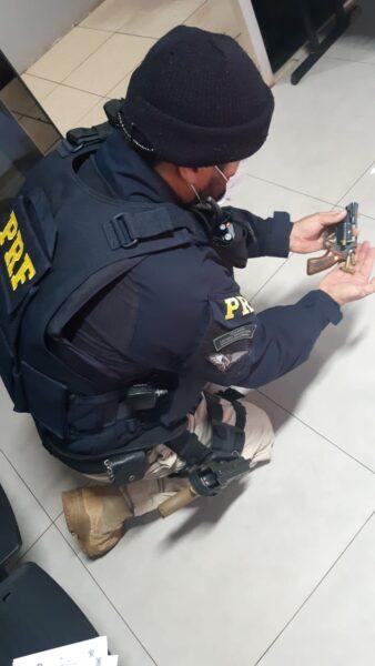 Motorista bêbado e armado é preso após fazer manobras perigosas na BR-277