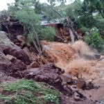 Fortes chuvas em Cambé causam estragos e ruas são interditadas