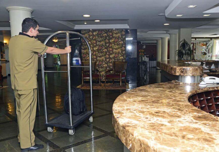Sindhotéis cobra da prefeitura medidas para conter nova onda de demissões na hotelaria e gastronomia