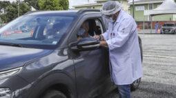 Curitiba abre terceiro drive-thru para vacinação contra covid-19 para os idosos