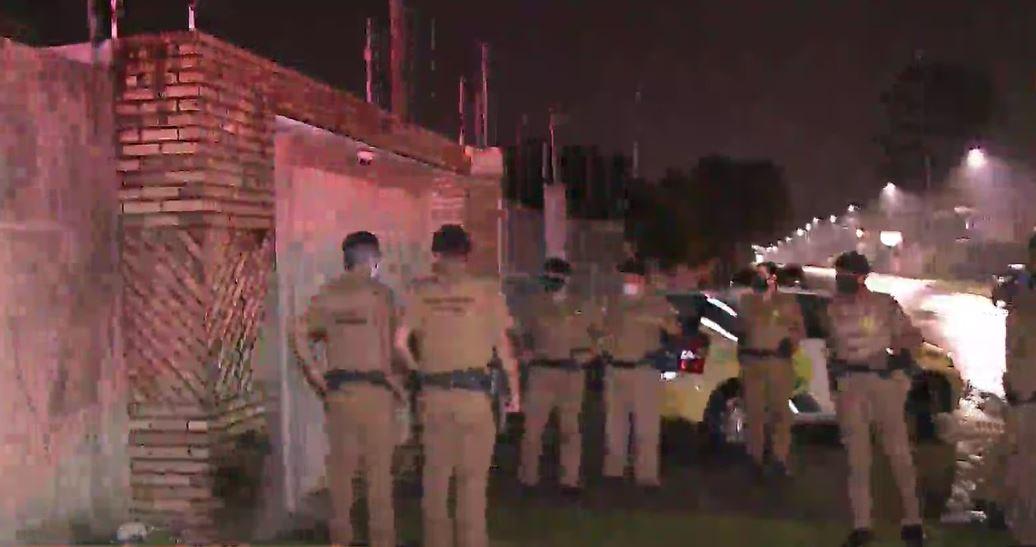 Polícia Militar interrompe festa com mais de 60 pessoas em casa de luxo, em Curitiba
