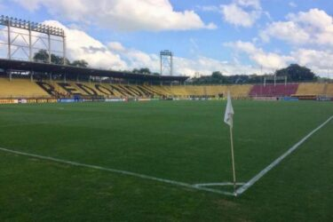 Fluminense e Vasco disputam clássico em Volta Redonda