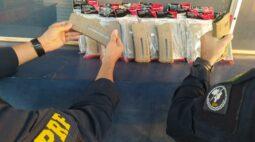 Homem é preso transportando 28 carregadores de fuzil em banheiro de ônibus de viagem