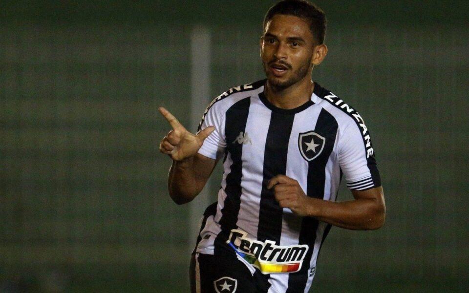 Marco Antônio comemora estreia com gol em virada dramática do Botafogo