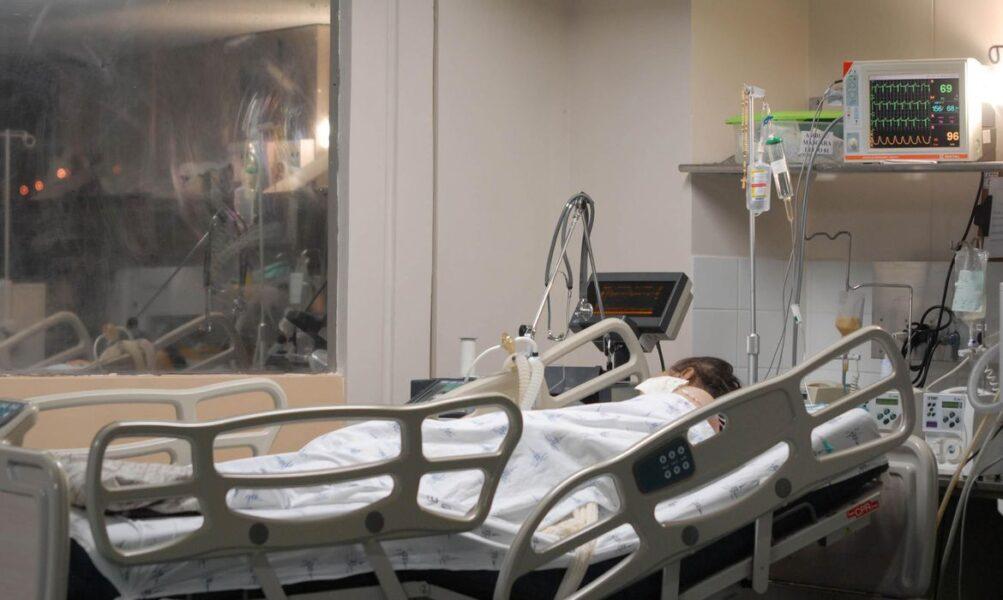 Mortes no Brasil ultrapassam 265 mil e casos chegam a 11 milhões