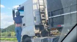PRF suspeita que caminhoneiro que arrastou motociclista na BR-101 estava drogado