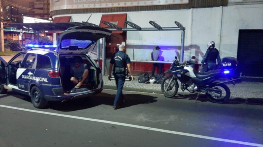 Guarda Municipal impede furto de coberturas de ponto de ônibus