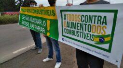 Motoristas de aplicativo fecham rodovias para protestar contra o preço do combustível