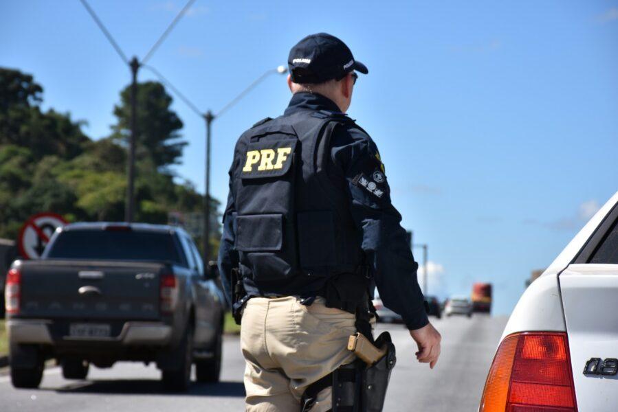 No feriadão, PRF realiza ações de prevenção de acidentes e fiscaliza rodovias