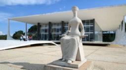 """Bolsonaro reitera que indicará nome """"terrivelmente evangélico"""" ao STF"""