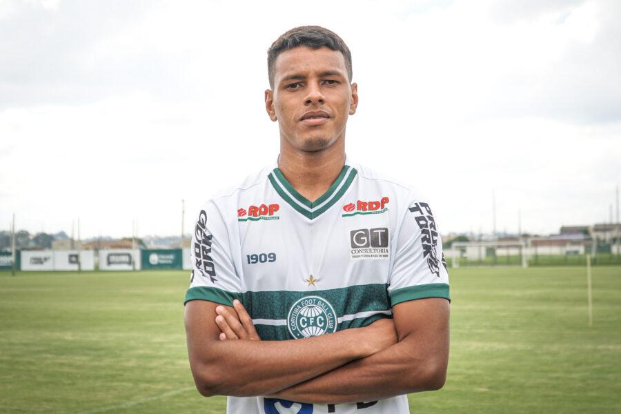 Coritiba anuncia a contratação do atacante Tailson