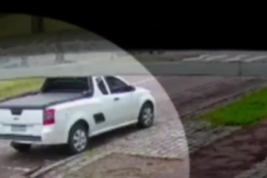 Para evitar assalto, mulher joga chave de carro, mas acaba na mira de revólver
