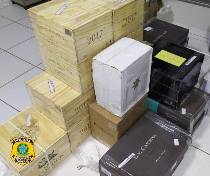 Em ônibus, PRF apreende 228 garrafas de vinhos importados
