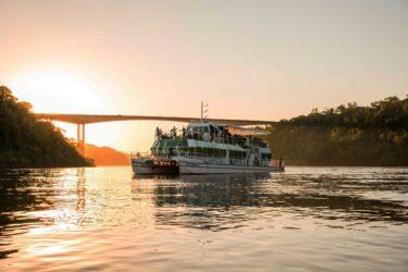 Passeio de barco Kattamaram II está em promoção durante a Semana Santa