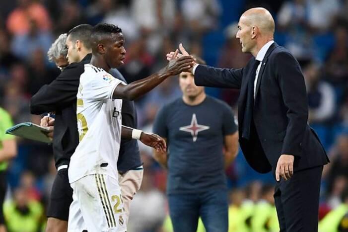 """Zidane comenta retorno de lesionados e opina sobre Vinícius Júnior: """"Está evoluindo bem"""""""