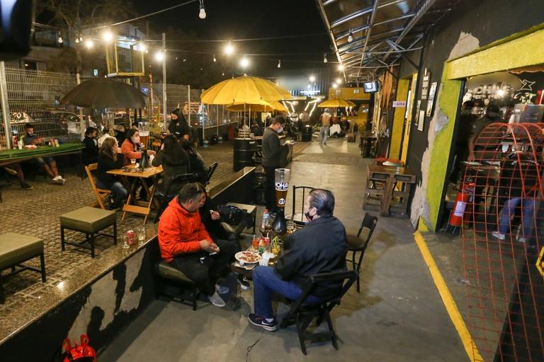 Abrabar busca liberação para bares funcionarem até às 21h em Curitiba