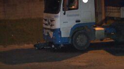 Motociclista morre após colisão com Bitrem no Contorno Leste, em São José dos Pinhais