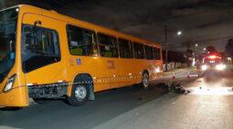 Jovem motoboy morre após colidir com ônibus no bairro Xaxim, em Curitiba