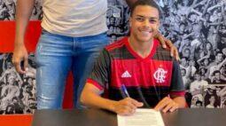 Flamengo contrata destaque da base do Goiás