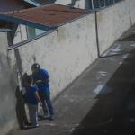 Vídeo: Dupla de moto assalta idosa de 80 anos em Londrina