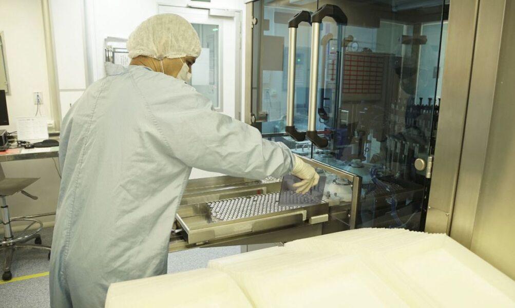 Bolsonaro diz que Fiocruz entregará 18 milhões de vacinas em abril
