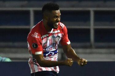 Emprestado pelo Palmeiras, Borja marca contra Bolívar e Junior avança à fase de grupos