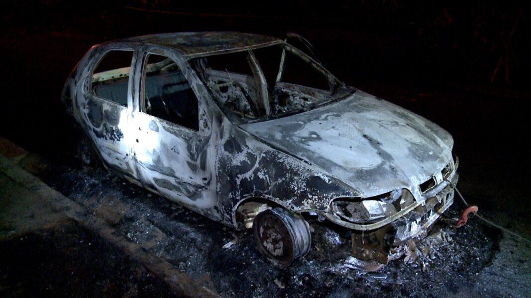 Corpo é encontrado carbonizado dentro de carro, em Londrina