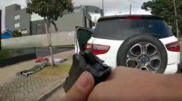 Casal é assaltado em Curitiba e GM recupera veículo em poucos minutos; vídeo