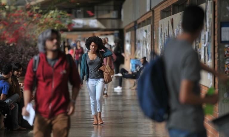 Concursos públicos poderão ter cota de 20% para negros e indígenas, em Curitiba