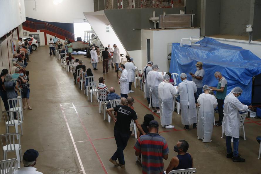 Paraná vacinou 13% da população do estado contra a covid-19