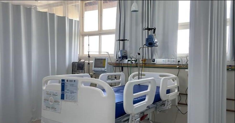 Criança morre de covid-19 durante viagem com os pais que já haviam sido vacinados