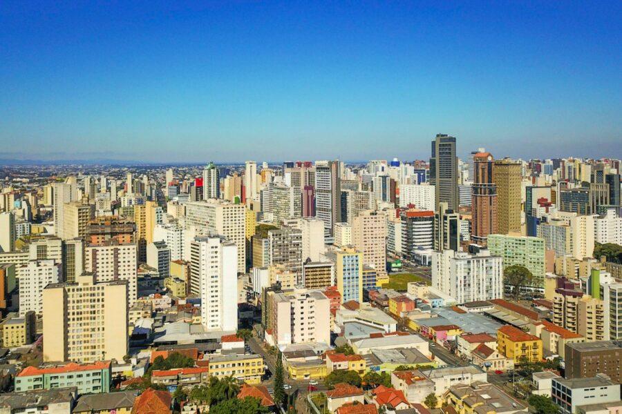 Boletim informa 26 mortes e 908 casos de Covid-19 em Curitiba