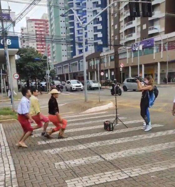 Dancinha do Rei do Pisero chega às ruas de Maringá