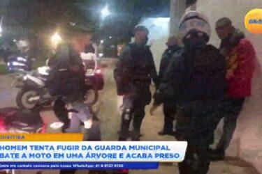 Homem bate a moto ao tentar fugir da guarda municipal e acaba preso