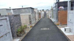 Suspeito invade cemitério, arromba túmulo e estupra corpo de idosa, em Curitiba