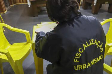 Fiscais interrompem festas clandestinas no Ganchinho e Umbará