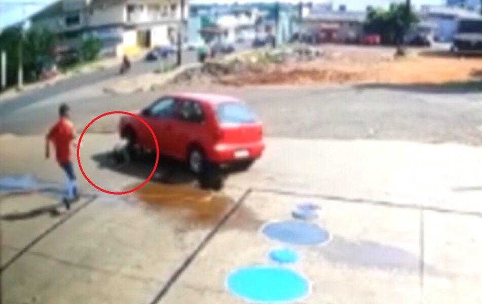 Vídeo flagra frentista sendo atropelado por cliente em posto de combustíveis