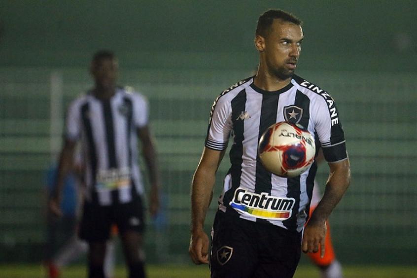 Gilvan ainda crê na classificação do Botafogo à semi do Carioca