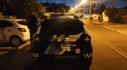 Casal suspeito de aplicar golpes é preso após jogar vítima de carro em movimento