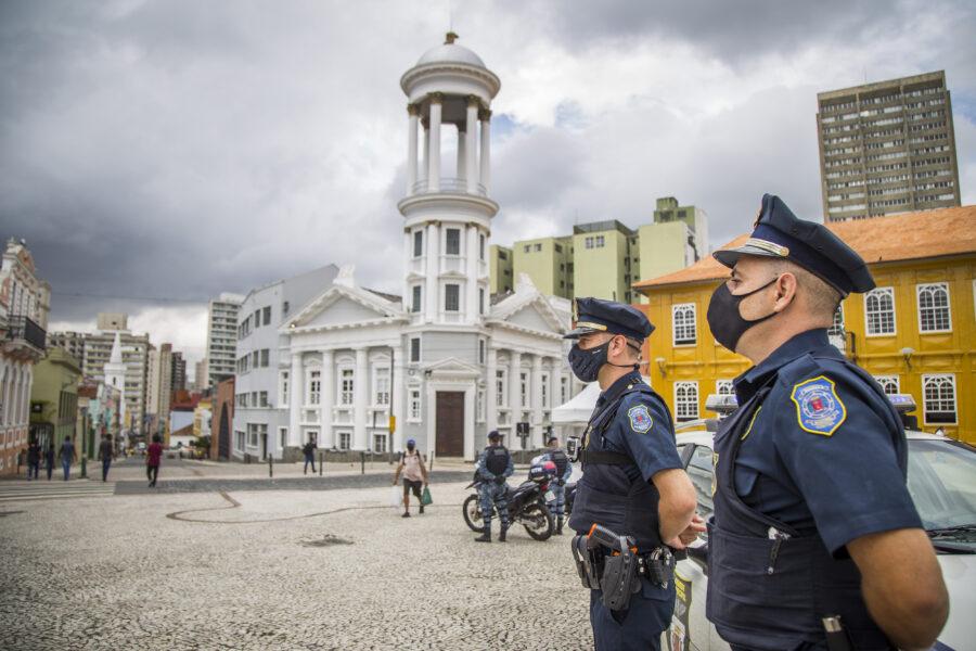 Bombeiros e Guardas municipais serão vacinados em Curitiba nesta terça